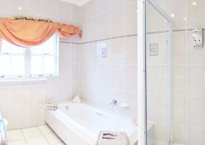 VON_ABERCRON_RESIDENCE_SUNSET-BATH-SHOWER-ROOM-1-600x400